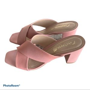 L'intervalle pink leather sandals